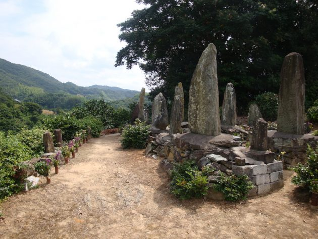 kumano kodo grave shrine