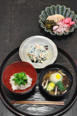 Above: soup with small turnip, Brussels sprout, mizuna, shimeji mushrooms, red beans and grated yuzu; rice with boiled rapeweed; shirae with persimmon, apple, chrysanthemum leaf, tofu and sesame paste; selected pickles.